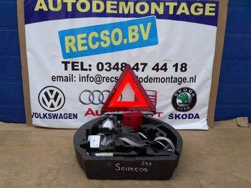 Scirocco Audi A3 Seat Altea Gereedschapskist krik 8P0012109F