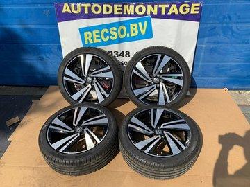 T-ROC Cross R-Line Nevada Velgen en Banden Pirelli 215/45R18 2GM601025H